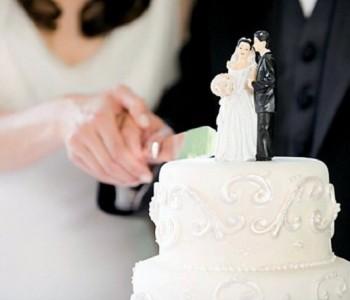 Урнебесно: Младоженец закачил Go Pro камера на шише виски и го подели со гостите