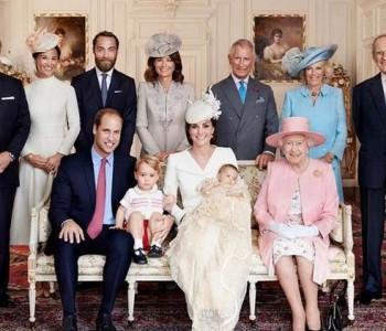 Кралското семејство е подготвено за празниците! Еве како е украсена палатата (ВИДЕО)