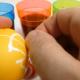 Бојата за јајца може да биде отровна, како да ги препознаете природните