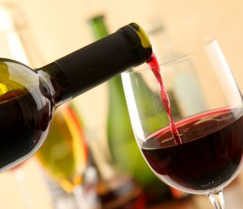 Еве како експресно да разладите вино!