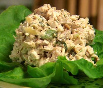 Рецепт за пилешка салата, задолжителна на Новогодишната трпеза