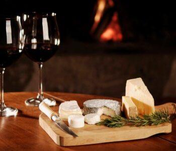 Како да се избегне потемнувањето на забите поради црвено вино?