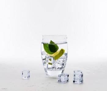 Освежете се набрзина: Како да разладите пијалок за 2 минути (видео)
