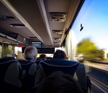 Кои финти ги прават луѓето за да не седне никој до нив во автобус