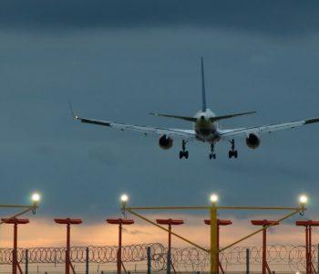 Мајка си го заборавила бебето на аеродором-пилотот го вратил авионот!