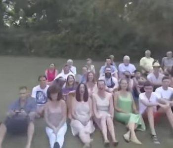 Урнебесно: Сакаа да направат семејна фотографија од воздух! Ова не го очекуваа! (ВИДЕО)