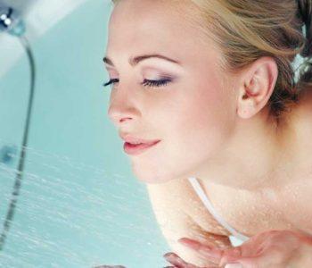 Што е подобро, да се туширате наутро или навечер?