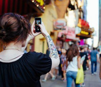 Ако мислите дека не сте фотогенични, се лажете: Еве како да направите совршено селфи