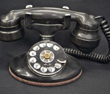 """Зошто на телефон одговараме со """"ало""""!"""