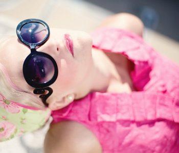 Знаевте ли дека очилата за сонце имаат рок на траење? Еве колку време може да ги носите