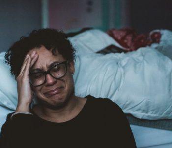 Велика Британија казнува за плачење и расправии по дома