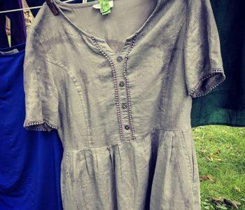 Наставничка за пример: 100 дена го носела истиот фустан за да ги научи децата на важна лекција