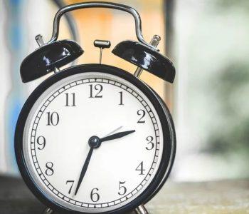 Еве зошто ги поместуваме стрелките на часовникот и кога ќе престанеме тоа да го правиме